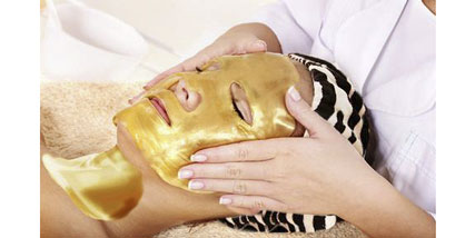 24K Gold collagen face Mask at Bella Reina Spa